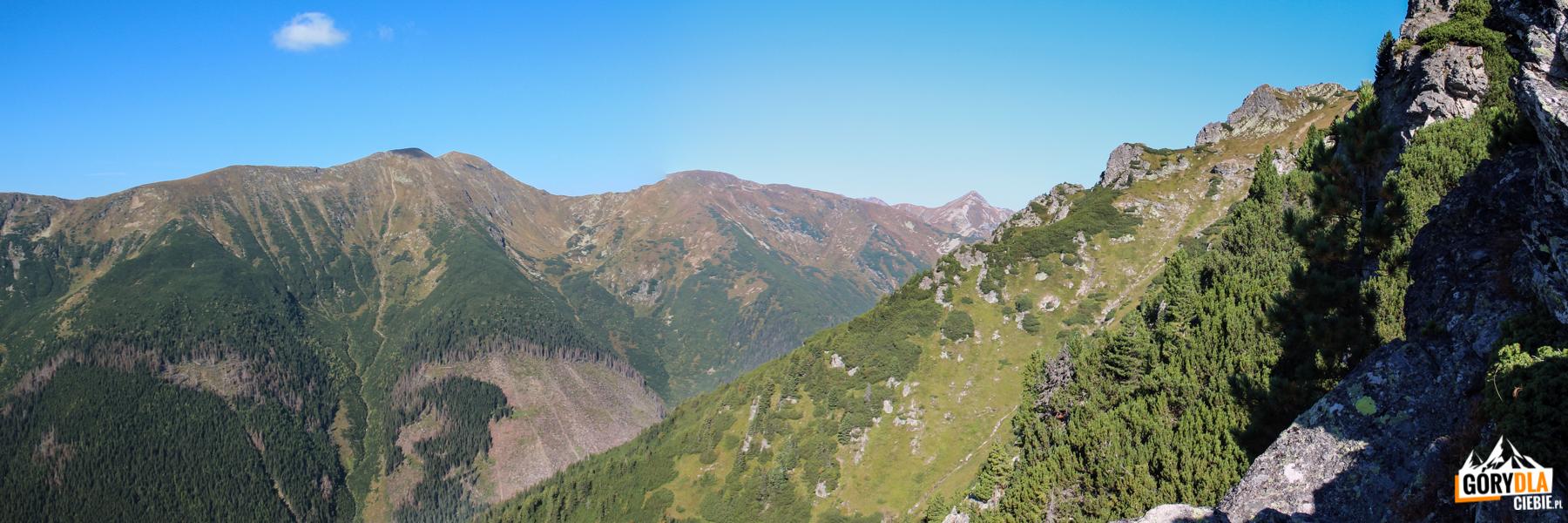 Widok z grani nad Ostredokiem na Baraniec (2185 m) i Smrek (2071 m)