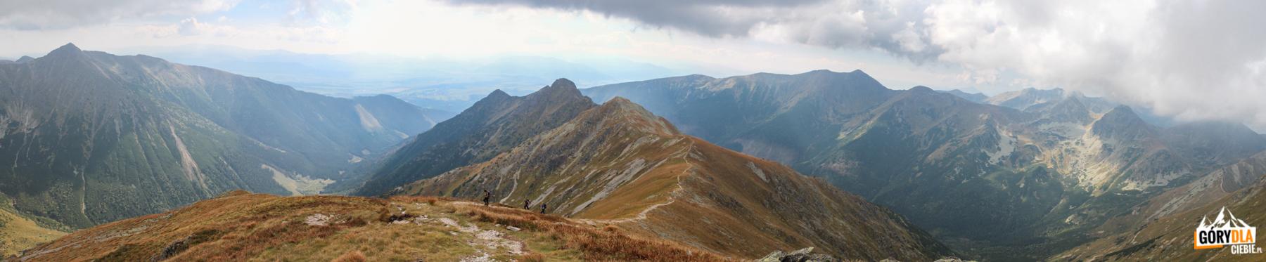 Grań Otargańców widziana ze szczytu Raczkowej Czuby (2194 m)