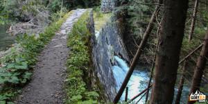 Próg wodny na Raczkowym potoku
