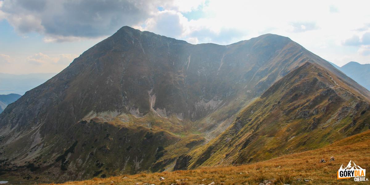 Widok z Kończystego Wierchu (2002 m) na Raczkową Czubę i Jarząbczy Wierch