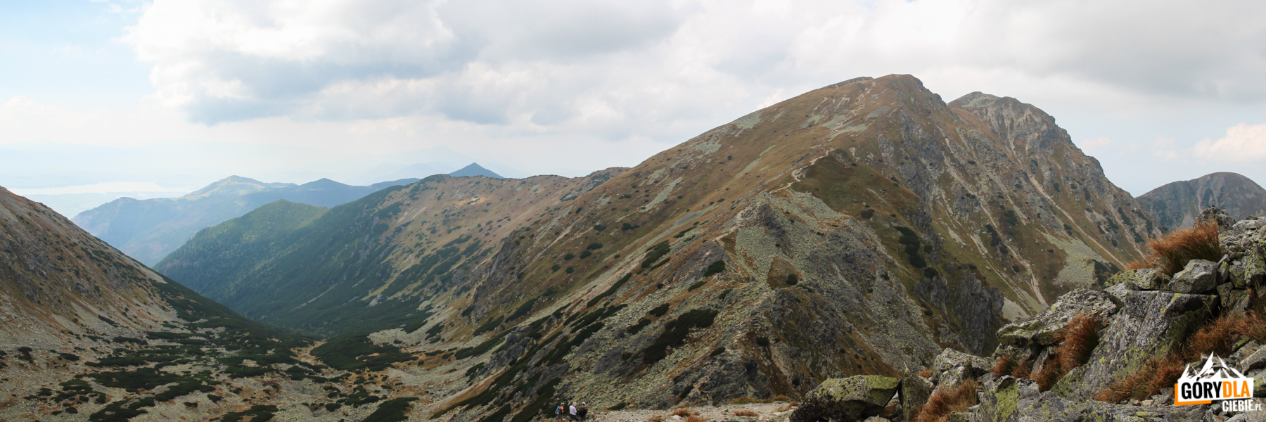 Dolina Głęboka i szczyty Salatyna widaizne z grani pod Spaloną Kopą (2083 m)