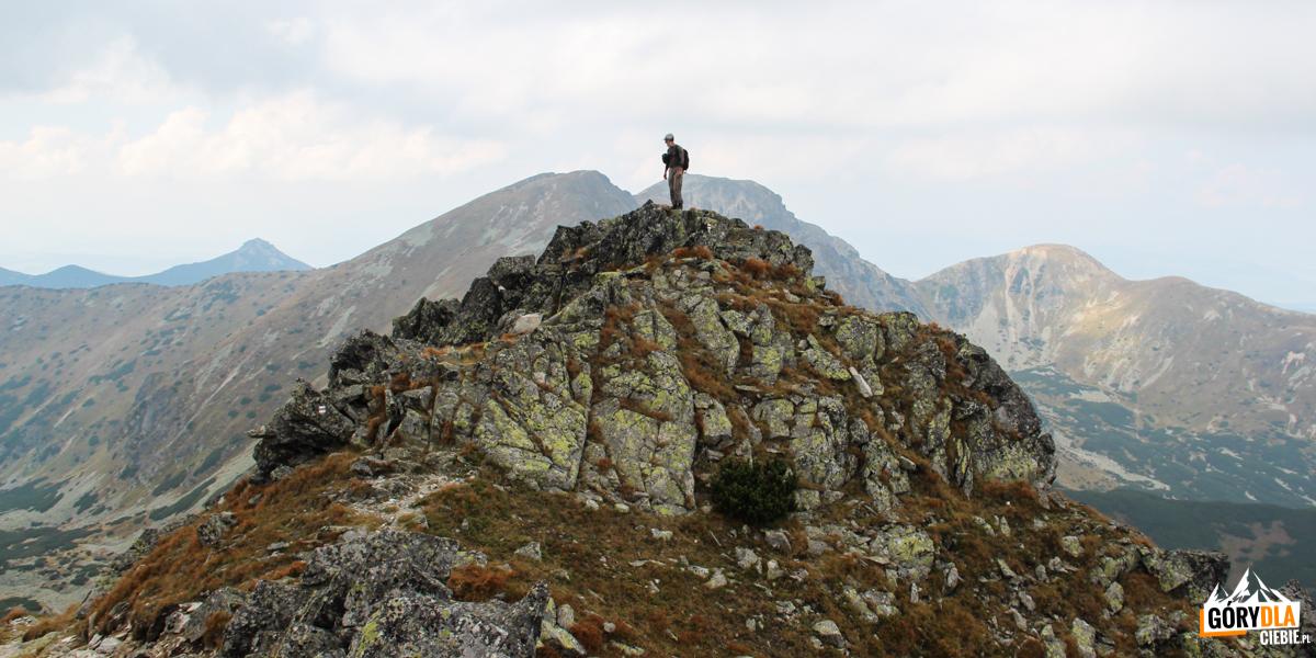 Na grani pomiędzy Przełęczą Dzwon (1907 m), a Spaloną Kopą (2083 m)