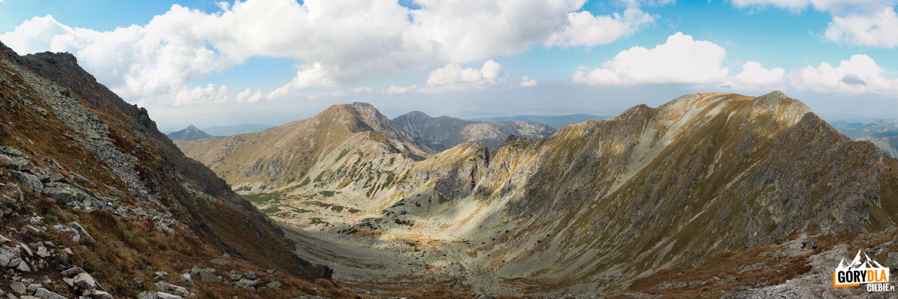 Głęboka Dolina, Spalona Kopa (2083 m), Szczyty Salatyna (2048 i 2046 m) i Brestowa (1934 m) widziane spod szczytu Pahoła (2167 m)