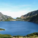 Dolina Pięciu Stawów Polskich - stawy Wielki i Przedni widziane z drogi na Szpiglasową Przełęcz