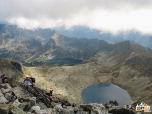Widok ze szczytu Świnicy (2301 m) na Dolinę Pięciu Stawów Polskich
