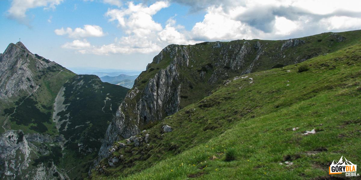 Wielka Turnia (1847 m) na tle Giewontu