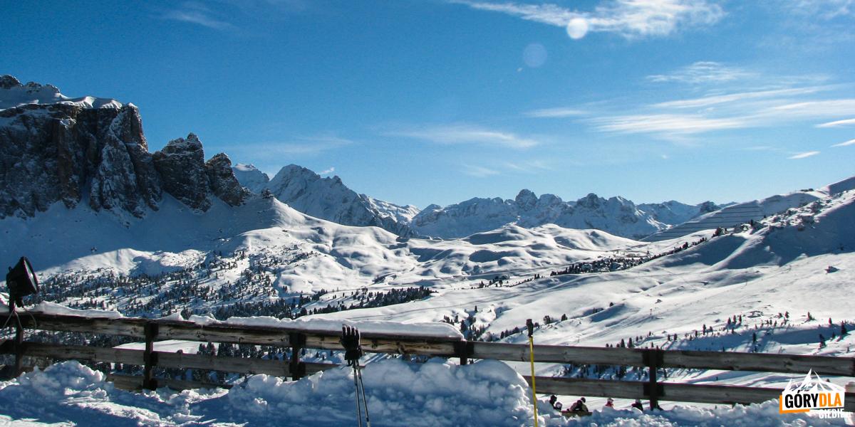 Val Gardena widok wkierunku Passo di Sella