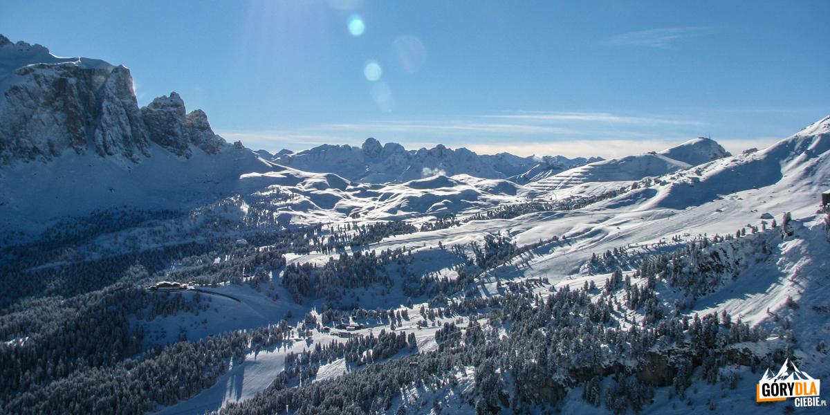 Val Gardena widok zCiampinoi wkierunku Passo di Sella