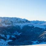 Panorama Val Gardeny - na wprost masyw Selli, po prawej Sassolungo
