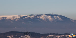 Skrzyczne (1257 m) widziane z grani koło Krawcowej Polany