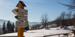 Drogowskazy na Przełęczy Kolędówki