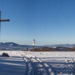 Panorama ze szczytu Jałowca (1111 m) - od lewej Mędralowa (1169 m), Pilsko (1557 m), Rysianka (1322 m), Romanka (1366 m) i dalej Barania Góra (1220 m), Malinowska Skała (1152 m) i Skrzyczne (1257 m)