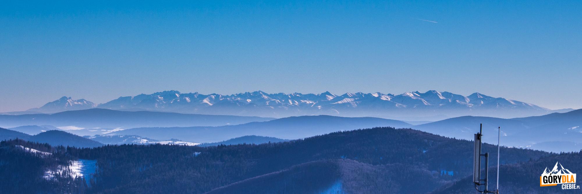 Panorama Tatr ze szczytu Wielkiej Raczy (1236 m)
