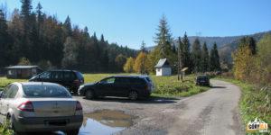 Niebieski szlak na Gorc (1228 m) - Niestety w Rzekach nie ma wiele miejsca do zaparkowania