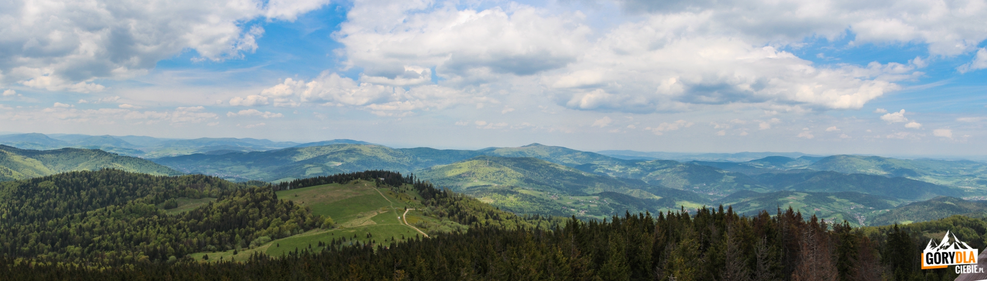 Pnorama zwieży widokowej naszczycie Gorca (1228 m) - napółnoc