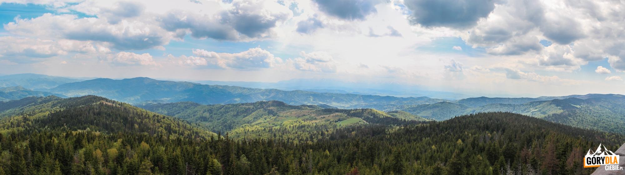 Panorama zwieży widokowej naszczycie Gorca (1228 m) - napołudnie