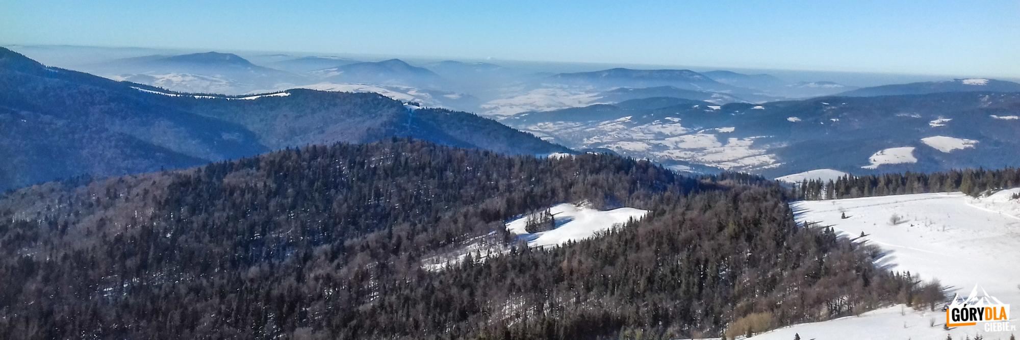 Panorama zwieży widokowej naszczycie Gorca (1228 m) - napółnocny zachód