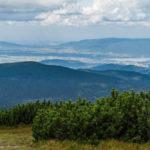 Widok ze szczytu Pilska (1557 m) na otoczenie Kotliny Żywieckiej