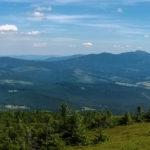 Widok z Góry Pięciu Kopców (1542 m) na Babią Górę (1725 m)