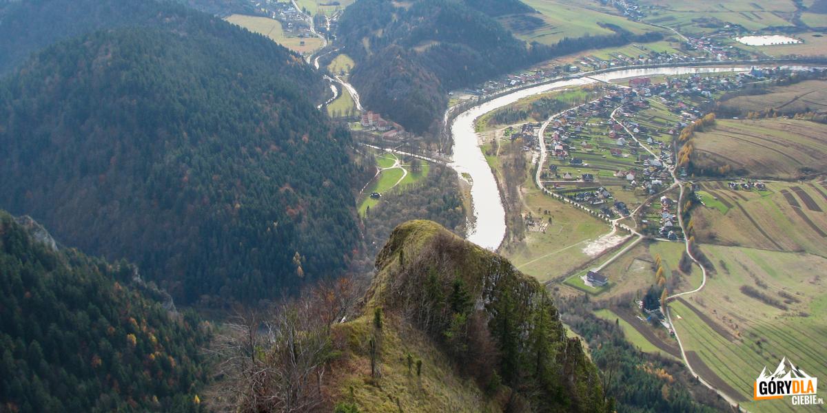 Widok naDunajec iCzerwony Klasztor zeszczytu Trzech Koron (982 m)