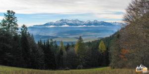 Panorama Tatr zPrzełęczy Szopka (780 m)zytu Trech Koron (982 m)