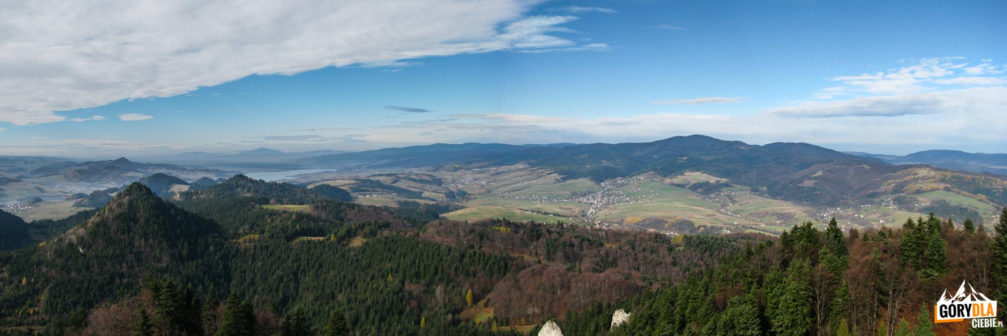 Panorama zTrzech Koron (982 m) naJezioro Czorsztyńskie natle Pilska iBabiej Góry, dalej masyw Gorców zLubaniem (1225 m)