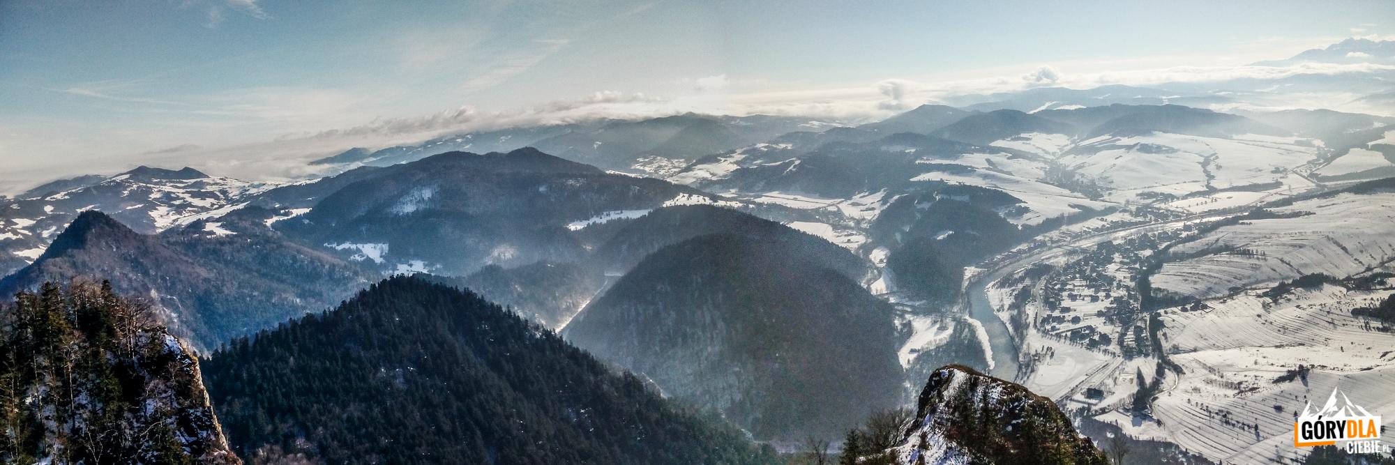 Panorama Pienin iPrzełomu Dunajca zeszczytu Trzech Koron (982 m)