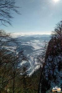 Widok na Dunajec i Czerwony Klasztor spod szczytu Trzech Koron (982 m)