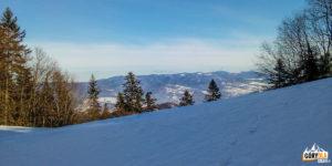 Widok na Przechybę i Radziejową z podejscia na szczyt Trzech Koron (982 m)
