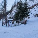 Żólty szlak na Wielką Raczę (1236 m) od razu skrąca w prawo
