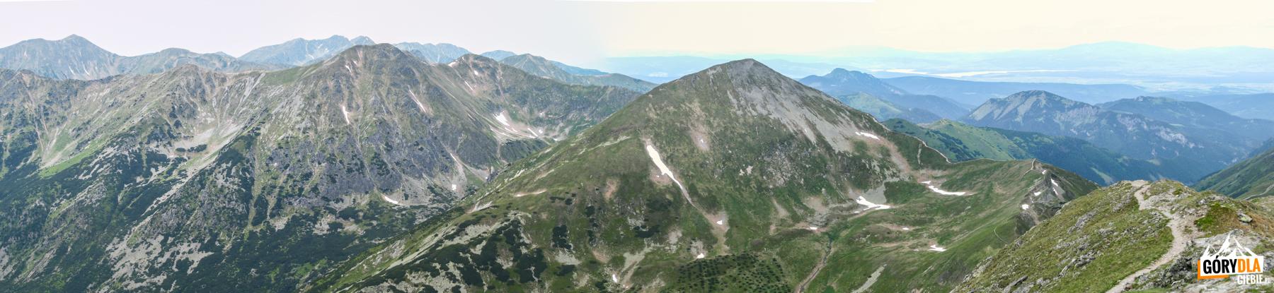 Widok zBystrej (2248 m): grań Otargańcy, Raczkowa Czuba (2194 m) Jarząbczy Wierch (2137 m) iStarorobociański Wierch (2176 m)