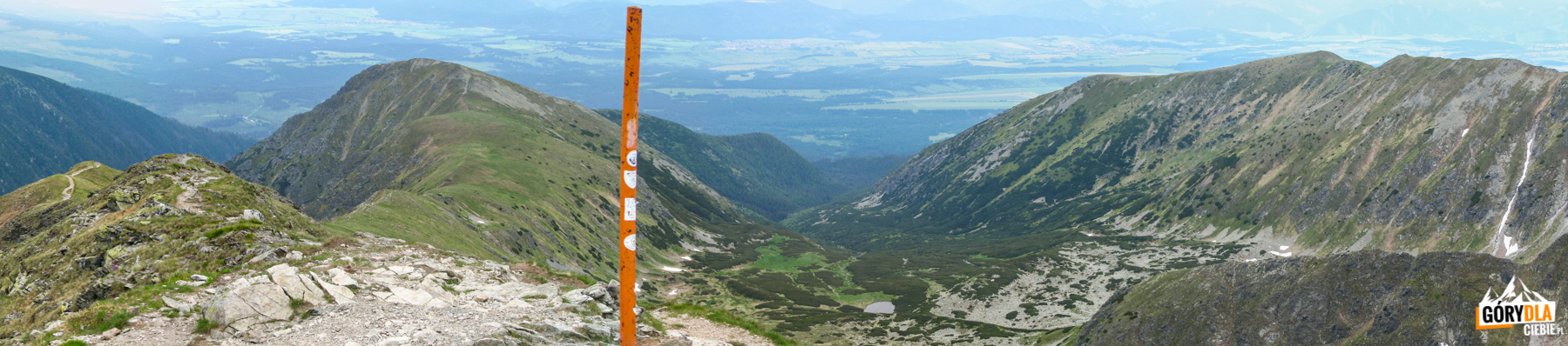 Widok z Bystrej (2248 m) na Dolinę Bystrą