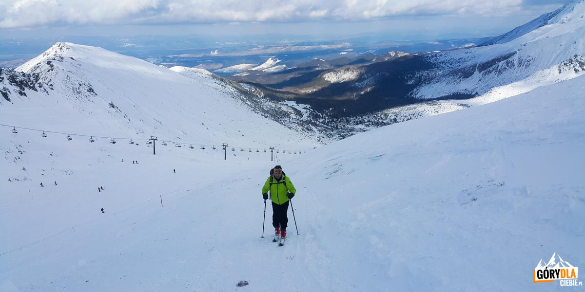 Podejście wzdłuż narciarskiej trasy zjazdowej zdj. M.J.P.