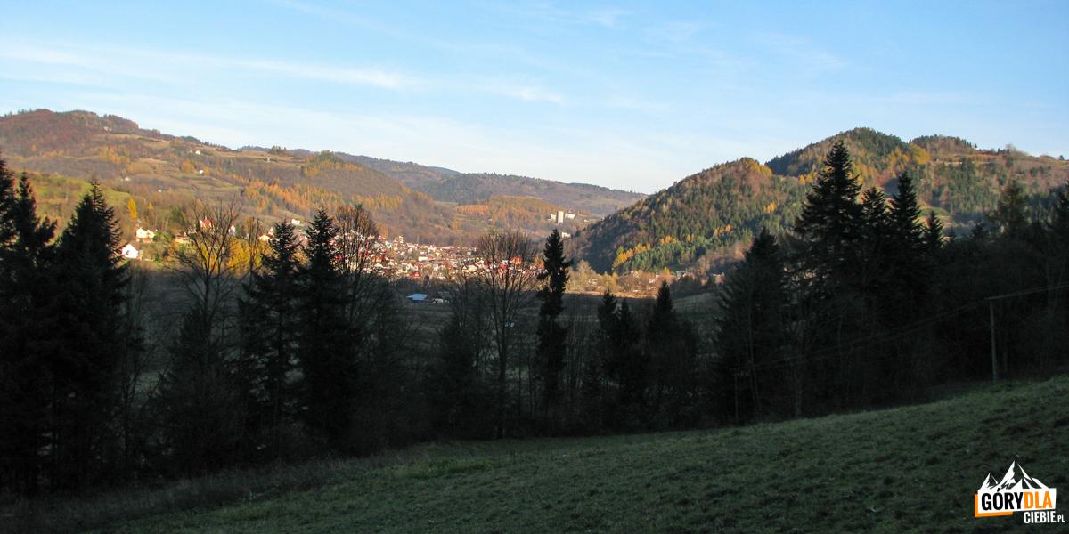 Widok na Szczawnicę z zejścia zielonym szlakiem z Przełęczy Sosnów do Krościenka