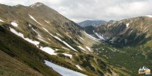 Widok na górną część Doliny Jarząbczej z podejścia na Kończysty Wierch (2002 m)