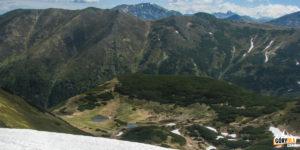 Widok na Dudowe Stawki, Ornak (1854 m) i Czerwone Wierchy z podejścia na Kończysty Wierch (2002 m)