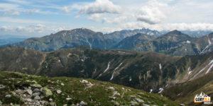 Widok z Kończystego Wierchu (2002 m) w kierunku Czerwonych Wierchów i Świnicy (2301 m) na