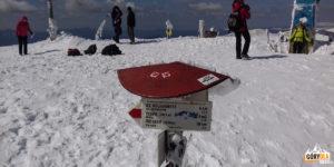 Drogowskazy szlaków na szczycie Howerli