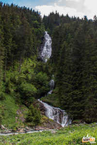 Wodospad Zbuciumata przy polanie Stana lui Burnei