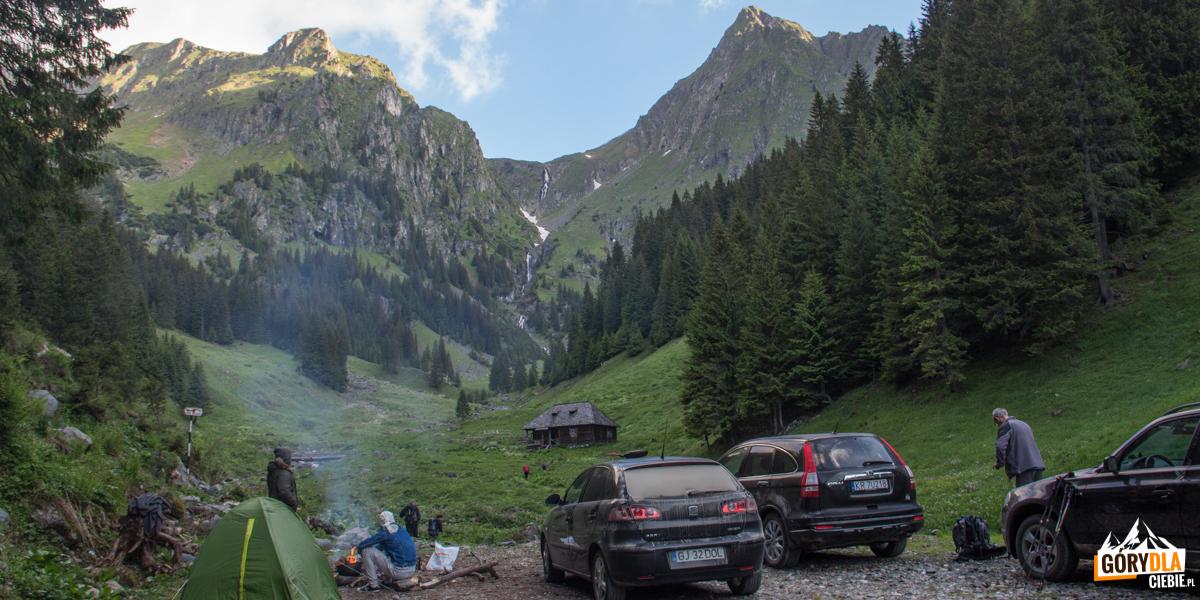 Koniec drogi - parking przed polaną Stana lui Burnei