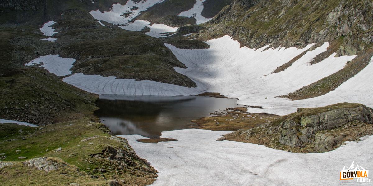Jeziorko Iezerul Triangular lub Moldoveanului (2159 m)