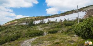 Widok na południowe zbocza Babiej Góry przy ruinach schroniska pod Głodną Wodą (1616 m)