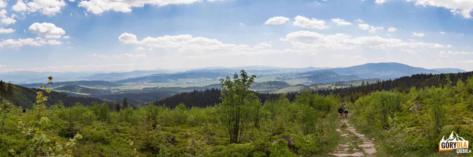 Panorama otoczenia Jeziora Orawskiego