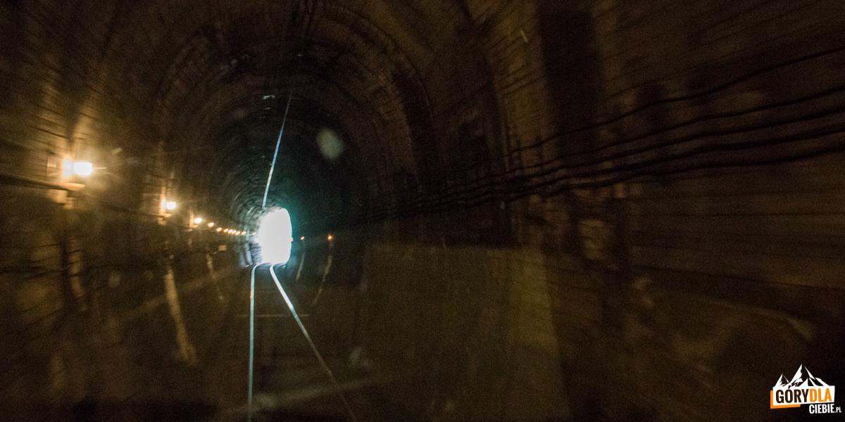 W tunelu natrasie Sianki-Wołosanka