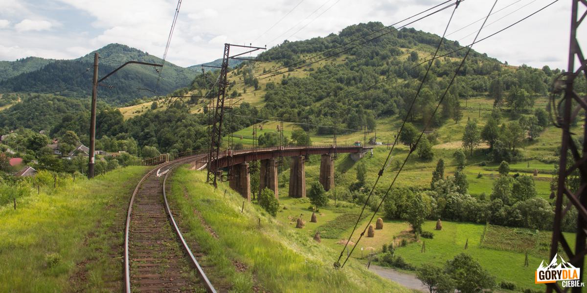 Jeden z wiaduktów na trasie Sianki-Wołosanka
