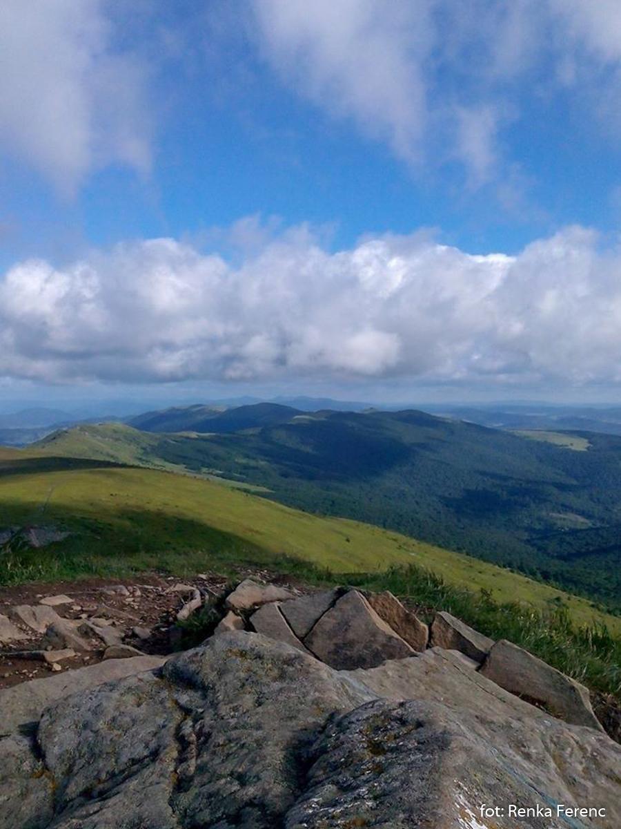 Panorama ze szczytu Pikuja (1408 m), zdj. Renka Ferenc