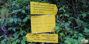 Znaki na początku ścieżki k. tunelu