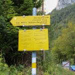 Początek żółtego szlaku we wsi Kaisserbrunn