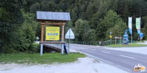 Droga przez Kaisserbrunn, obok nieczynny już kempingu w Kaisserbrunn