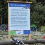 Tablice informacyjne przy nieczynnym już kempingu w Kaisserbrunn